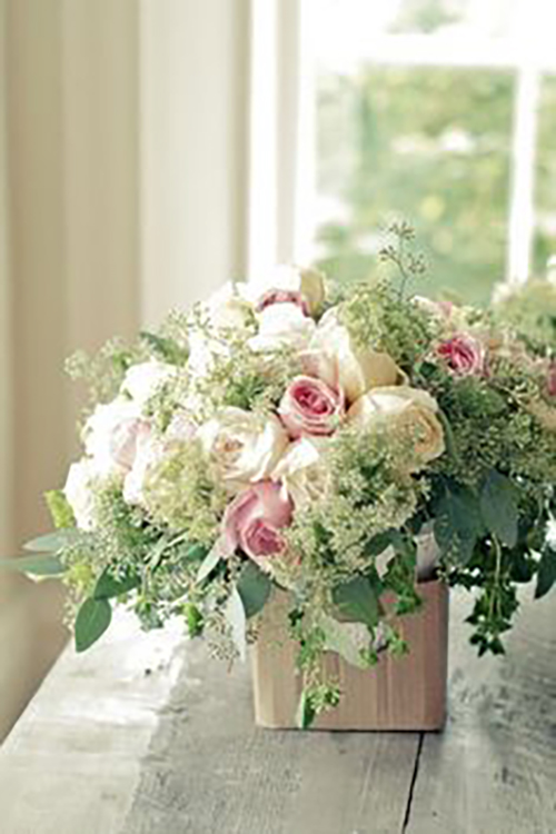 romantic-pink-white-roses-baby-breath-basket