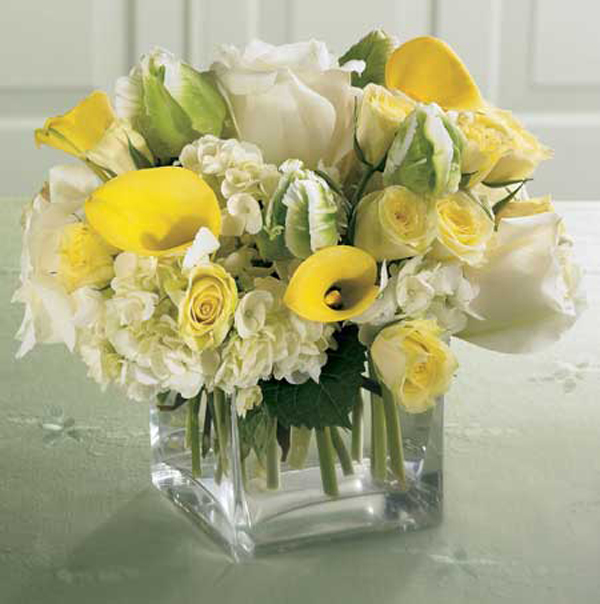 yellow-lilly-white-roses-hydrangea-short-flowers