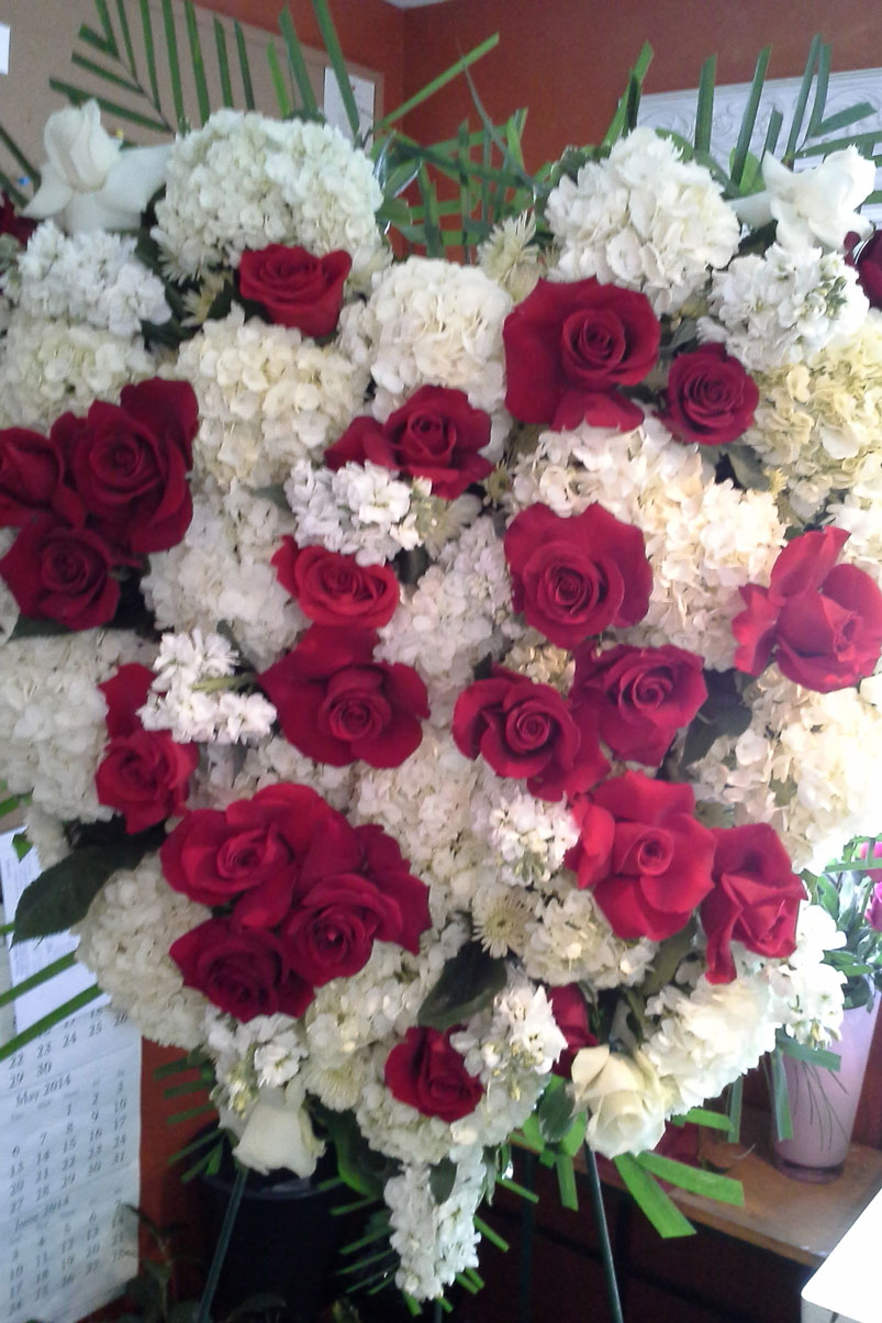 RIP-red-white-roses-hydrangea-memorial-heart