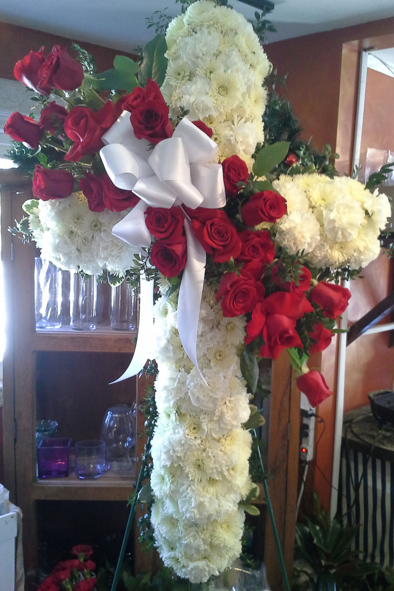 fresh-roses-cross-in-rememberence-bow
