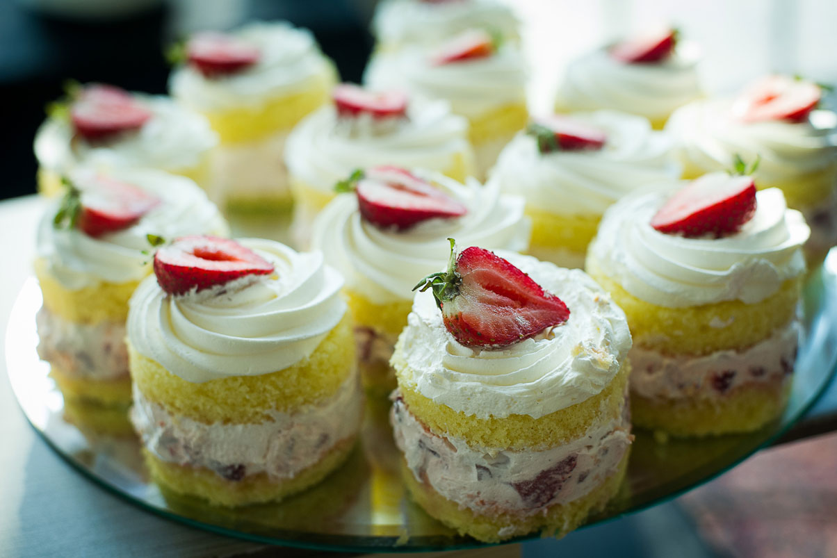 delicious-strawberry-dessert-cake-party