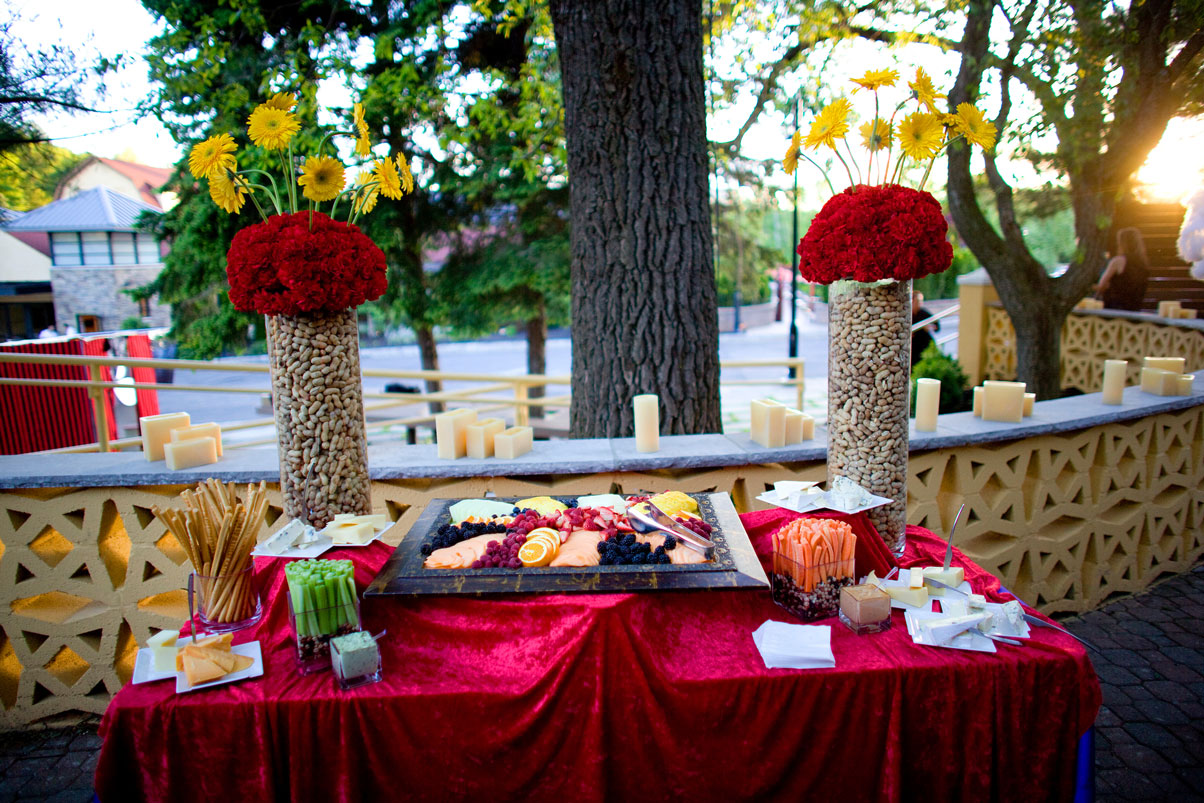 circus-party-peanuts-fresh-flowers-finger-food-station