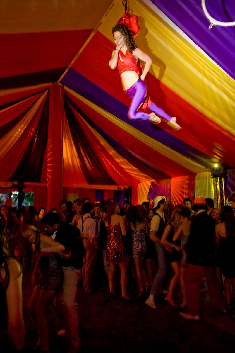 preformer-birthday-party-carnival-circus-guests-live