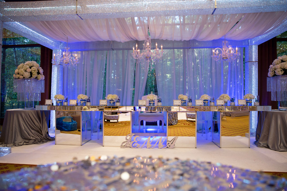 jenna-crystal-glass-party-table-chandeliere-white-cloth