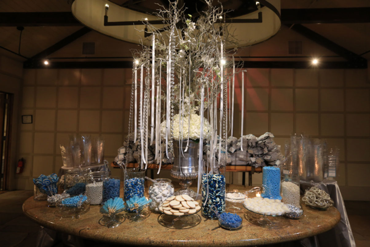 candy-bar-sweet-blue-white-silver-crystals-tree-ribbons