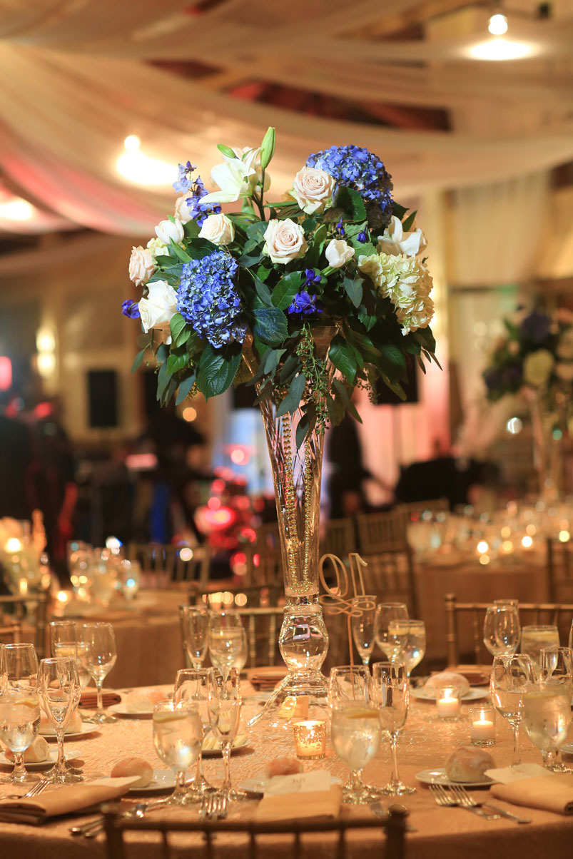 hydrangea-white-roses-centerpiece-fresh-flowers-table-reception