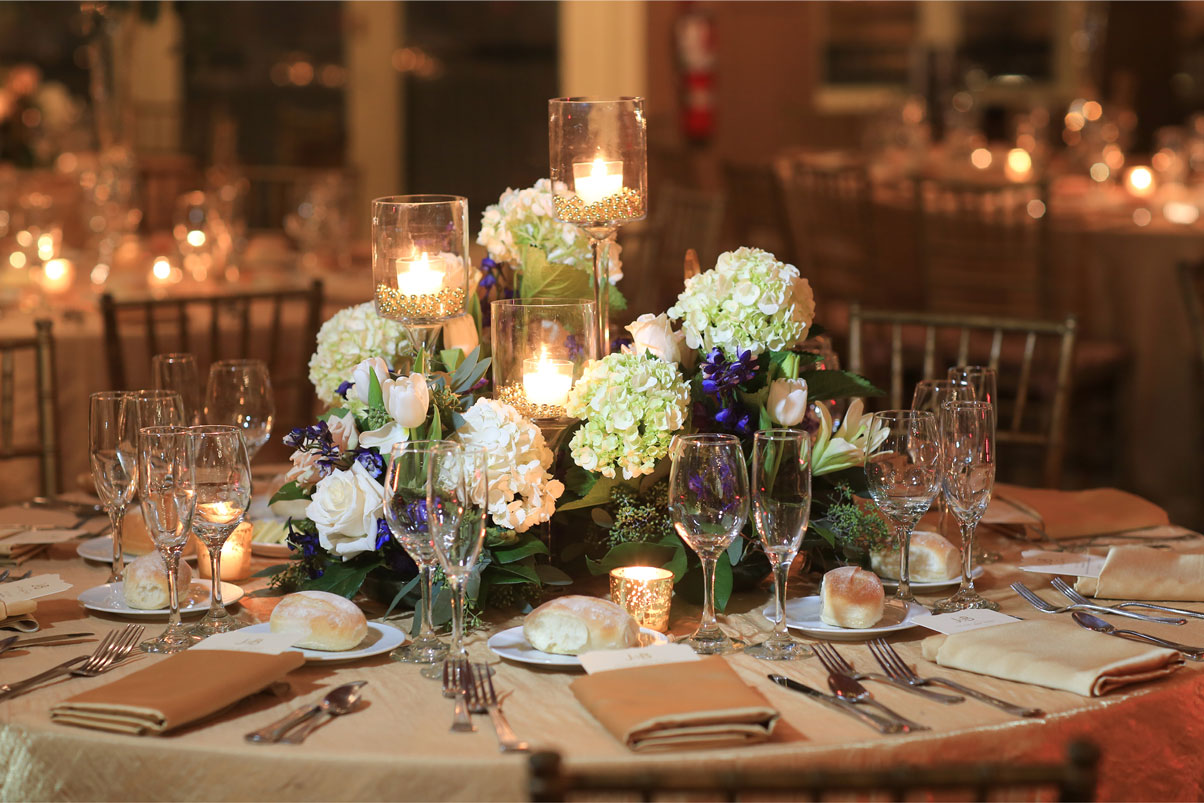 white-hydrangea-floral-table-arrangement-recpetion-candles