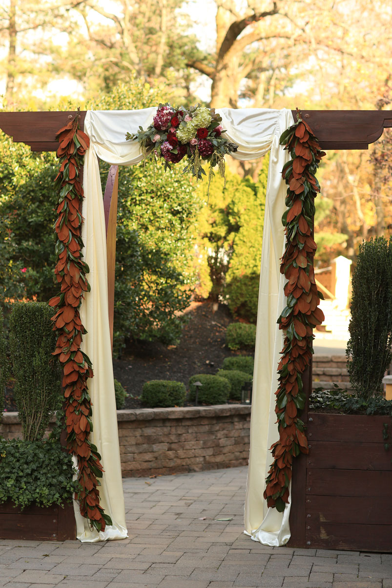 chuppa-outdoor-floral-arrangements-hanging