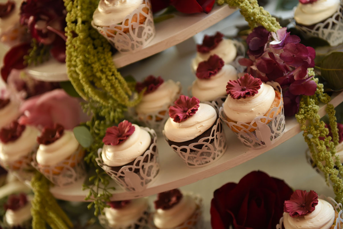 tiered-cupcake-arrangement